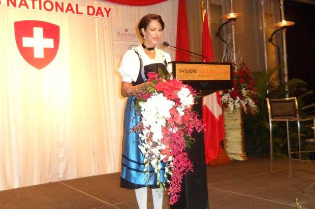 Die Schweizer Botschafterin bei ihrer Rede.
