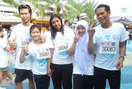 Das Team, das für Pattaya Mail lief.